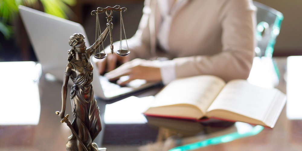 hiring-a-business-lawyer
