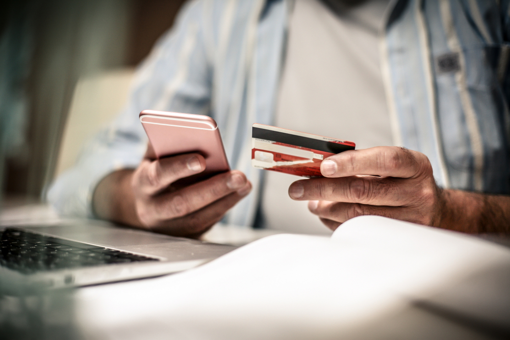 customer paying credit card on mobile phone using 2checkout processing