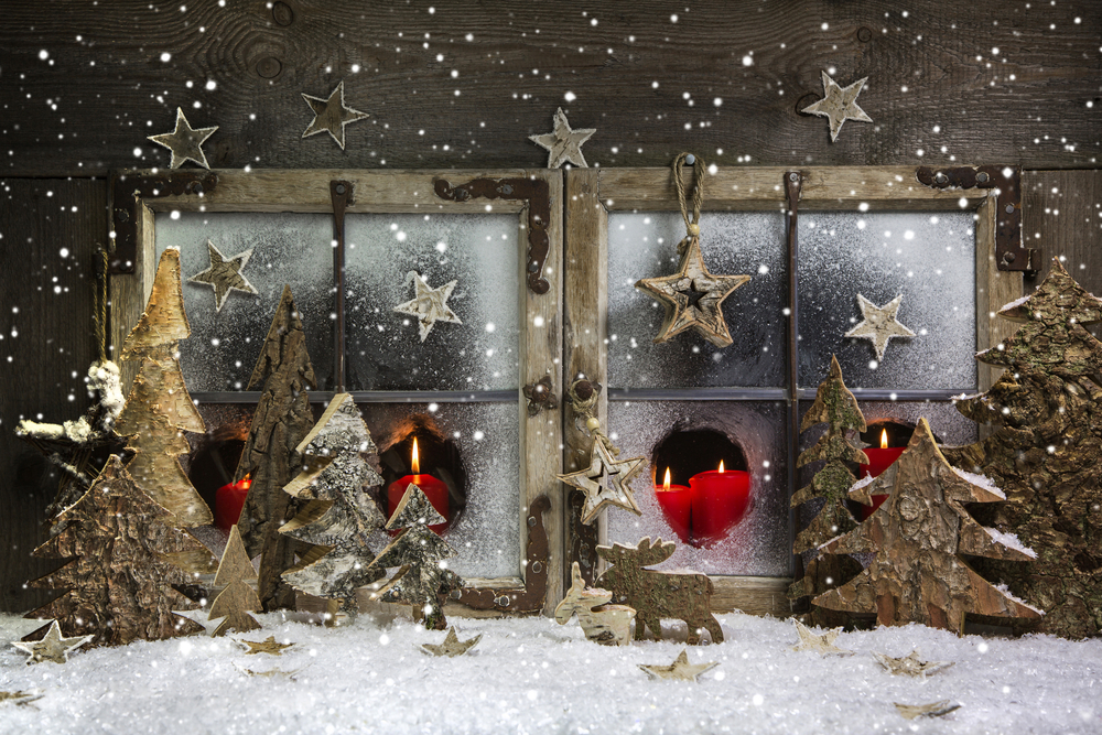 retail holiday window display ideas